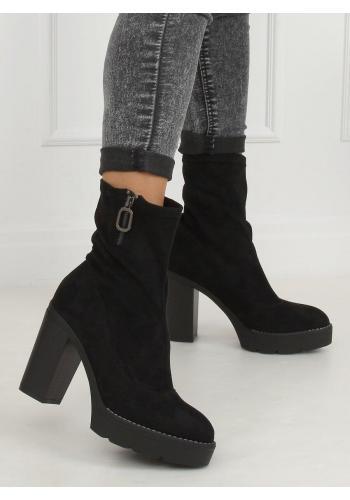 Semišové dámské kozačky černé barvy na podpatku a platformě