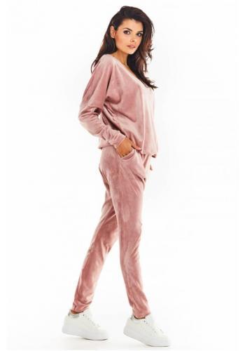 Sametové dámské tepláky růžové barvy se sníženým rozkrokem