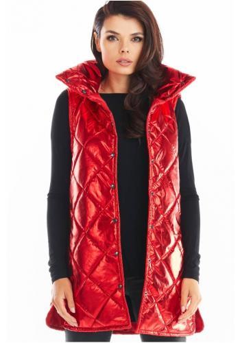 Prošívaná dámská vesta červené barvy s vysokým límcem