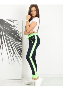 Sportovní dámské tepláky tmavě modré barvy se zelenými pruhy