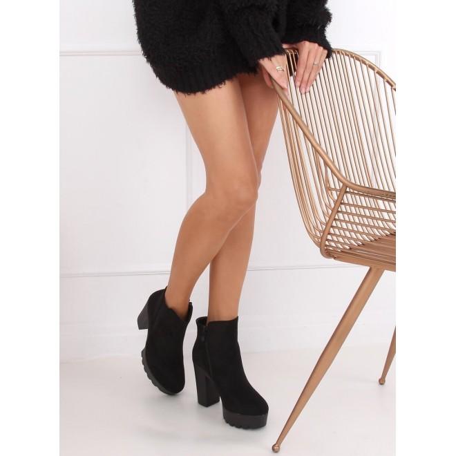 Černé kotníkové kozačky na stabilním podpatku a platformě pro dámy