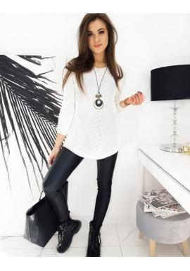 Volnější dámský svetr bílé barvy