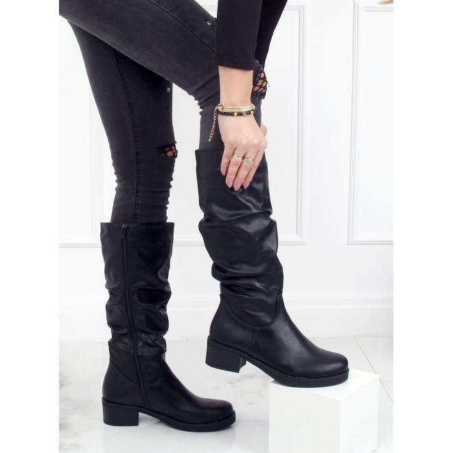 Černé nařasené kozačky s nízkým podpatkem pro dámy