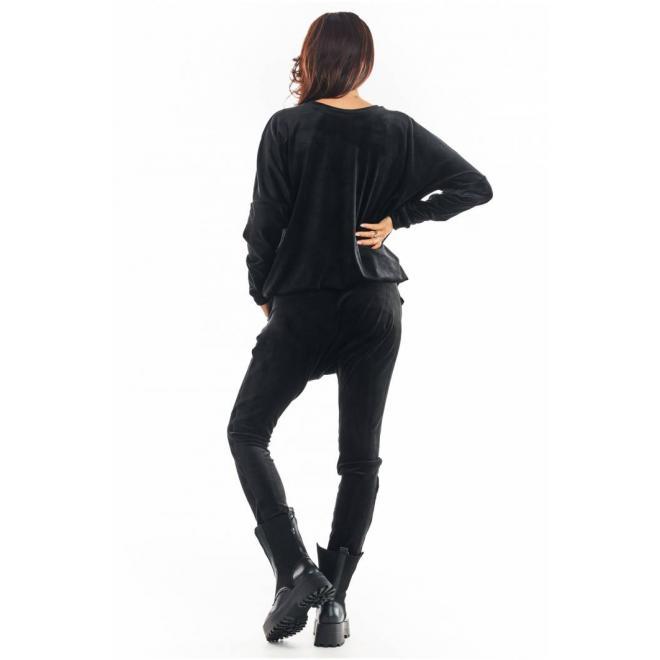 Sametová dámská souprava černé barvy