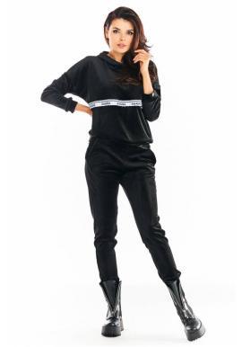 Černá sametová souprava s ozdobným pruhem pro dámy