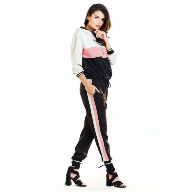 Stylová dámská souprava černo-růžové barvy s pruhy