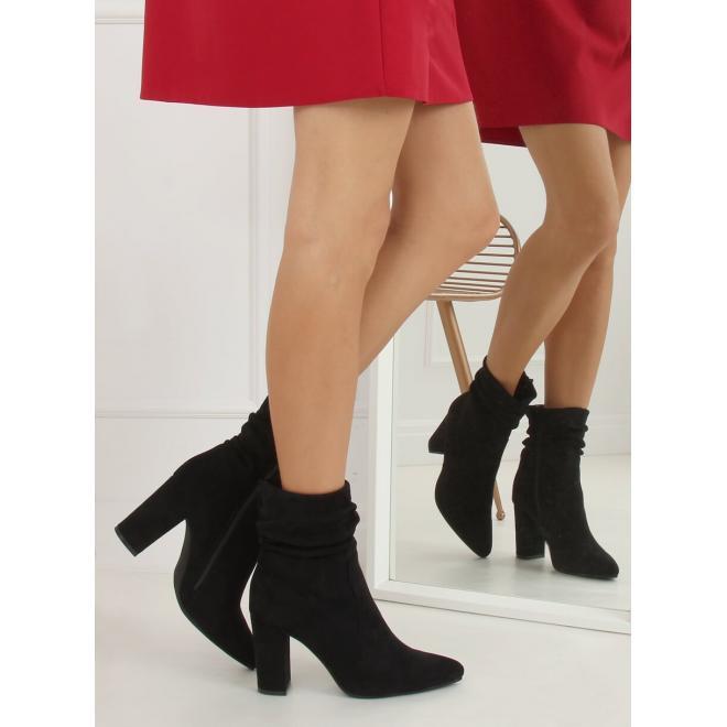 Černé semišové kozačky na stabilním podpatku pro dámy