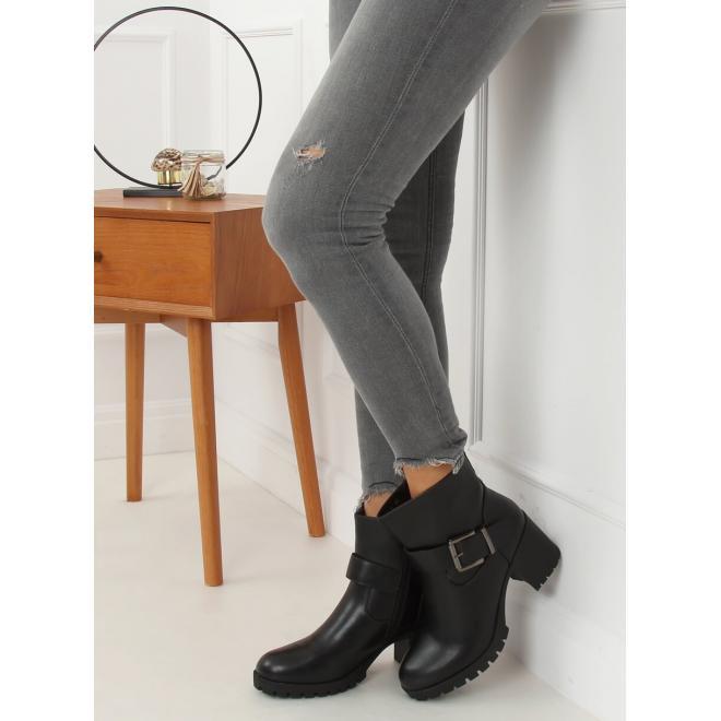 Černé kotníkové kozačky na širokém podpatku pro dámy