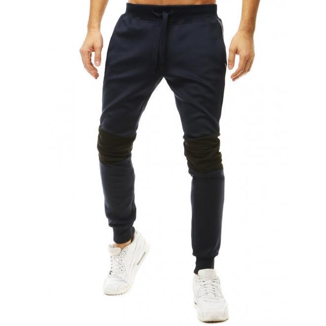 Pánské módní tepláky s kontrastními vložkami v tmavě modré barvě