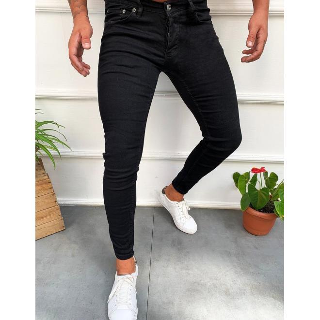 Klasické pánské rifle černé barvy se zúženými kalhotami