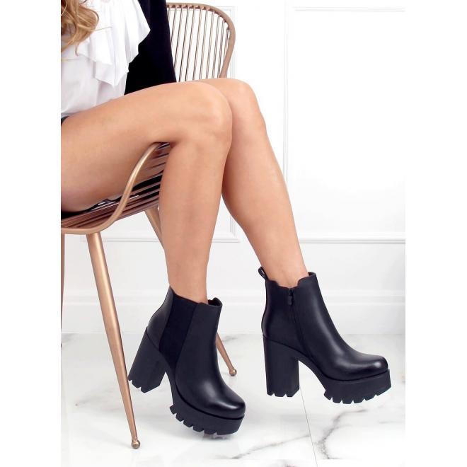 Kotníkové dámské kozačky černé barvy na širokém podpatku