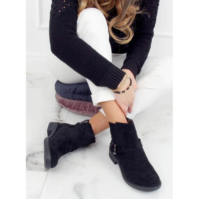 Dámské kotníkové boty s přezkou v černé barvě