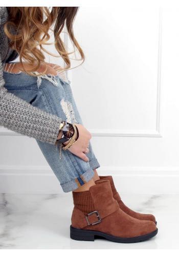 Kotníkové dámské boty hnědé barvy s přezkou
