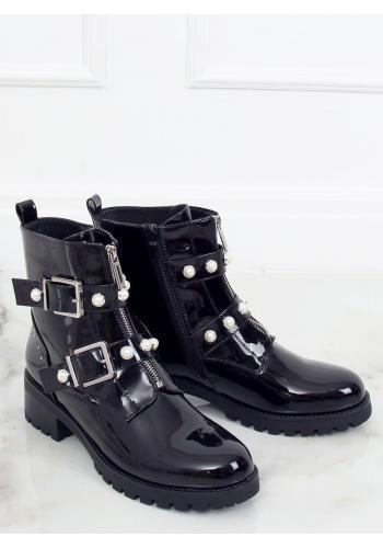 Lakované dámské boty černé barvy s perlami