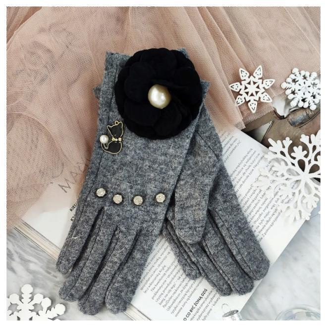 Zimní dámské rukavice šedé barvy s kočkou a květem
