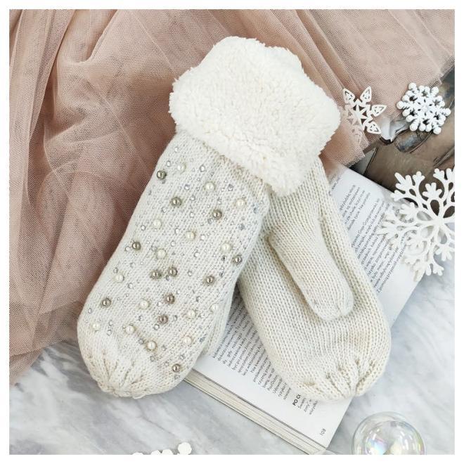 Teplé dámské rukavice krémové barvy s perlami a kamínky