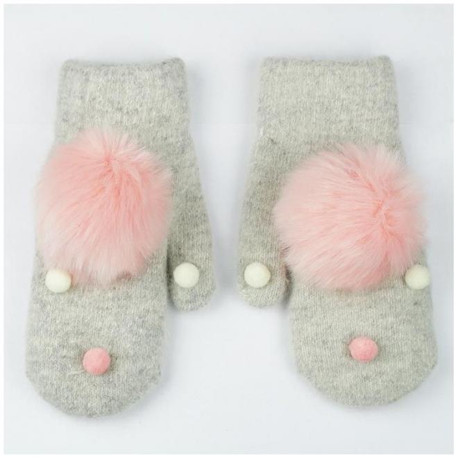Zimní dámské rukavice šedé barvy s pompony