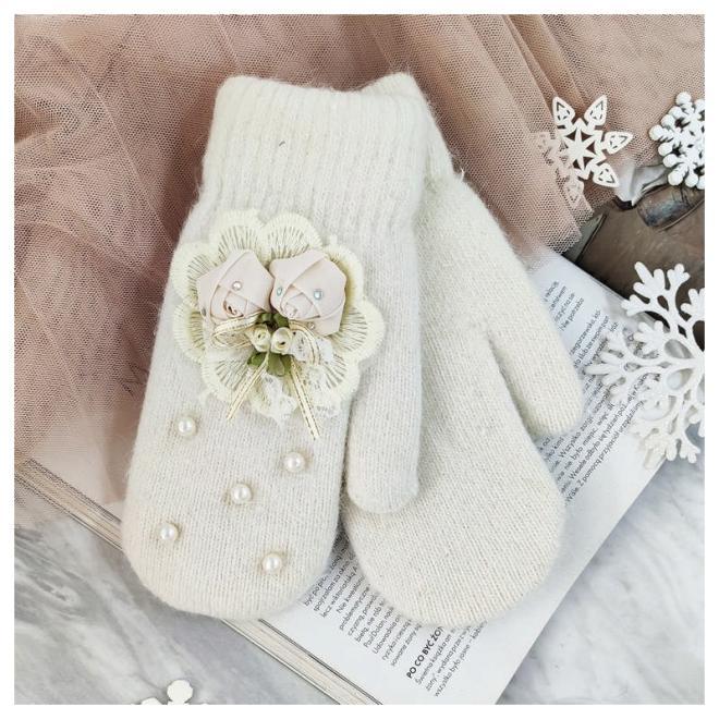 Zimní dámské rukavice krémové barvy s perlami a ozdobou