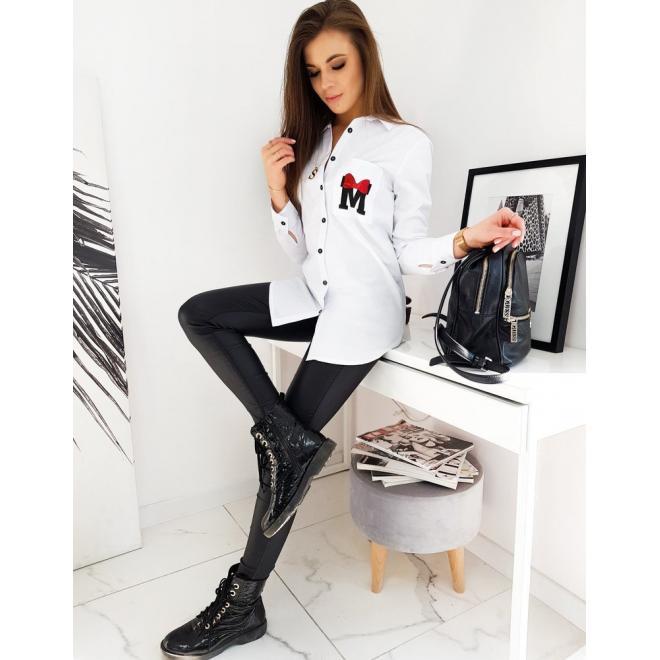 Asymetrická dámská košile bílé barvy s potiskem na kapse