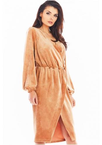 Béžové velurové šaty s obálkovým výstřihem pro dámy