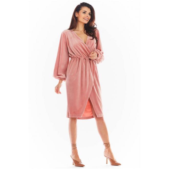 Velurové dámské šaty růžové barvy s obálkovým výstřihem