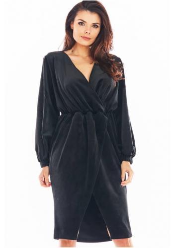 Dámské velurové šaty s obálkovým výstřihem v černé barvě