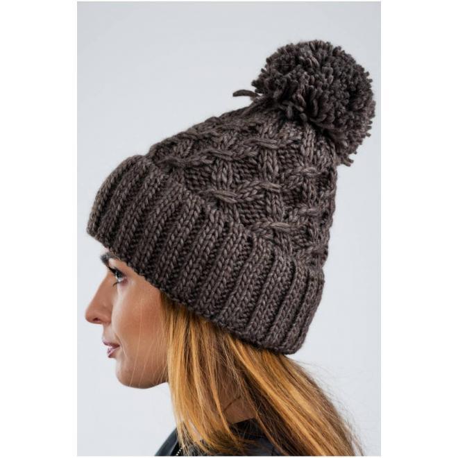 Dámská teplá čepice na zimu v hnědé barvě