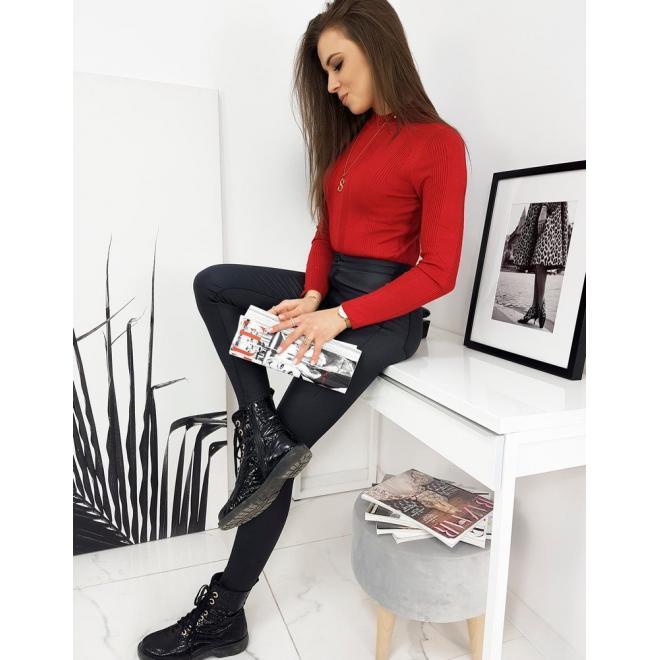 Žebrovaný dámský svetr červené barvy s polrolákem