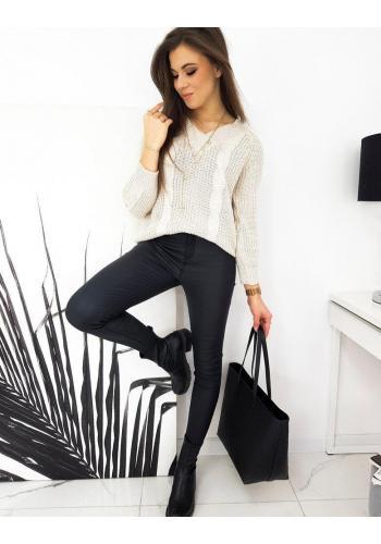 Volný dámský svetr béžové barvy s véčkovým výstřihem