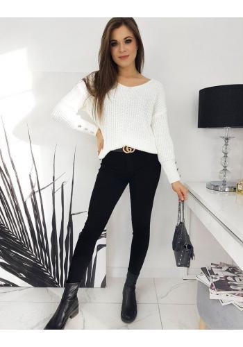 Teplý dámský svetr bílé barvy s ozdobnými knoflíky
