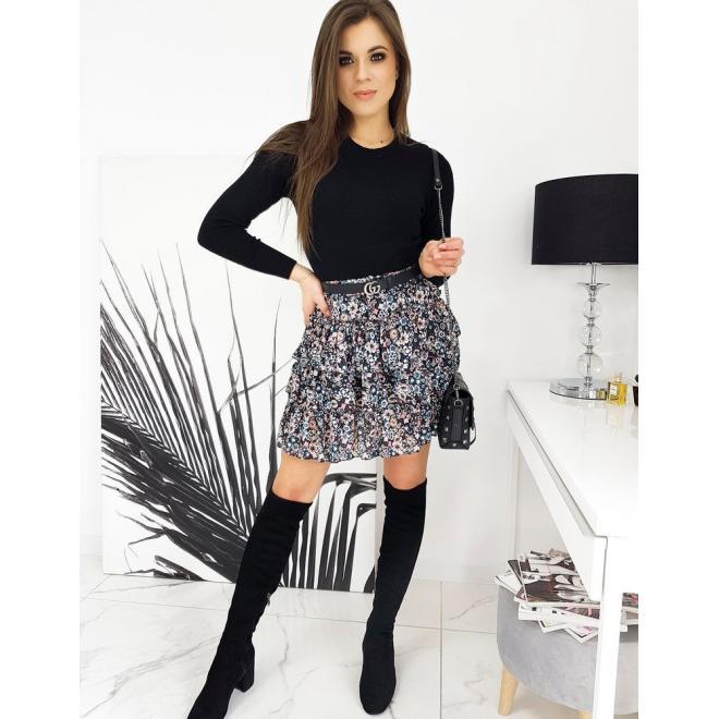 Klasický dámský svetr černé barvy s kulatým výstřihem