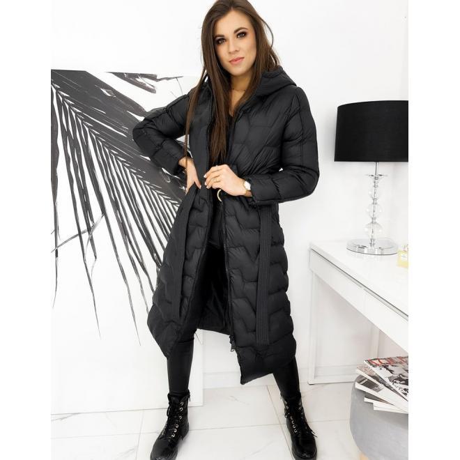 Dlouhá prošívaná dámská bunda černé barvy s páskem
