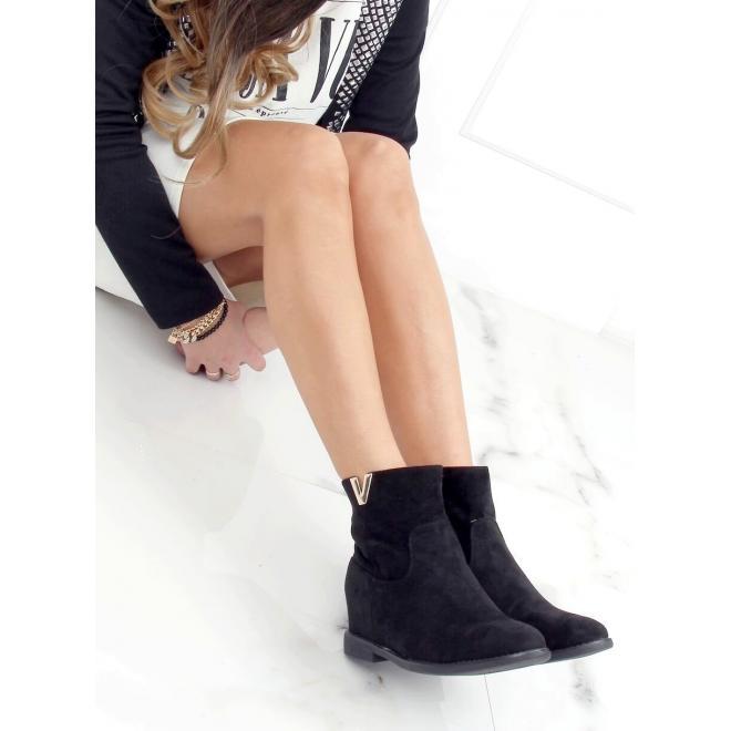 Krátké dámské kozačky černé barvy na skrytém podpatku