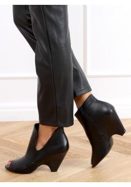 Černé módní boty s originálním podpatkem pro dámy