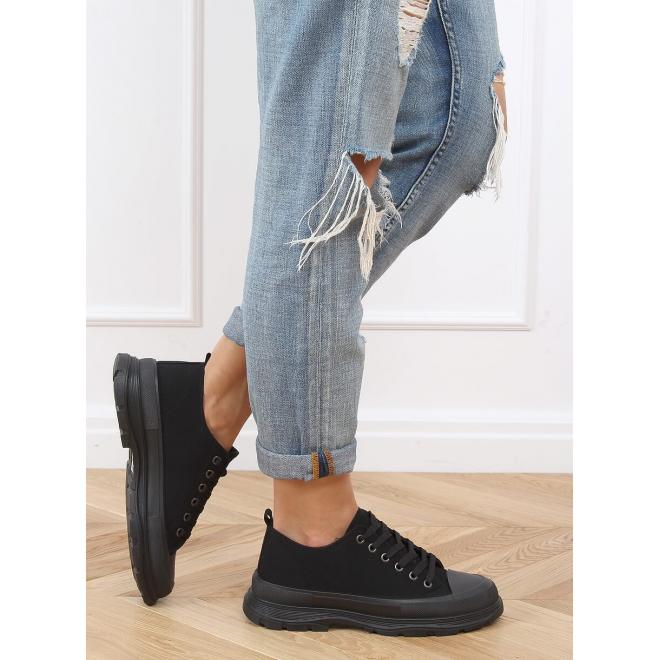 Klasické dámské tenisky černé barvy s černou podrážkou