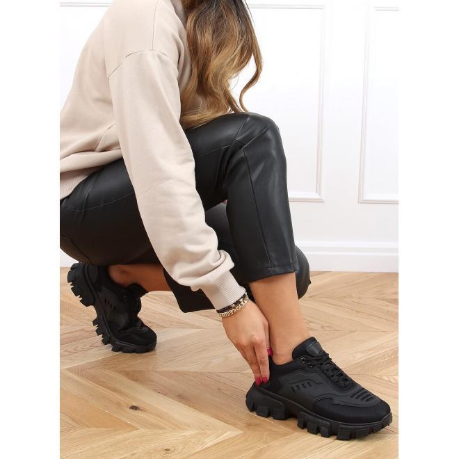 Sportovní dámské tenisky černé barvy s módní podrážkou