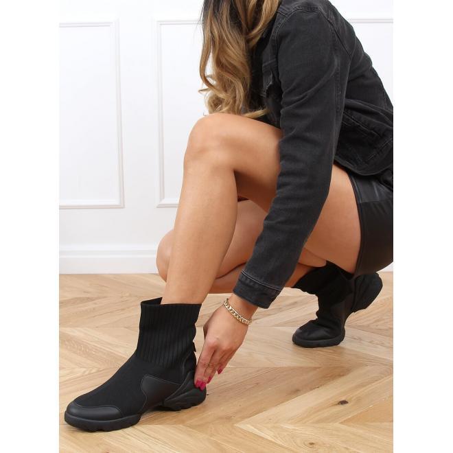 Kotníkové dámské boty černé barvy s ponožkovým svrškem