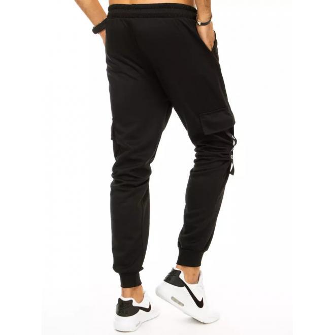 Pánské módní tepláky s cargo kapsami v černé barvě