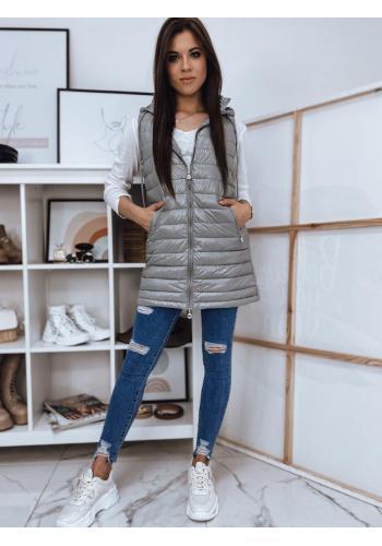 Delší prošívaná dámská vesta světle šedé barvy s kapucí