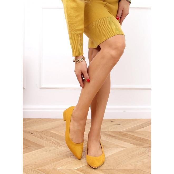 Dámské semišové lodičky na nízkém podpatku ve žluté barvě
