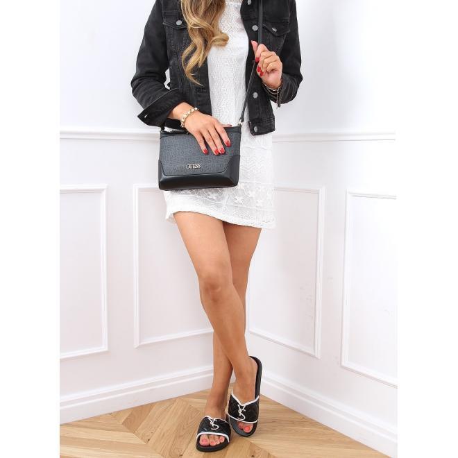 Prošívané dámské pantofle černé barvy s třpytivou ozdobou