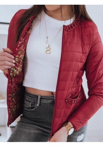 Prošívaná dámská bunda červené barvy s ozdobnými perlami