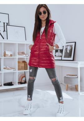 Delší prošívaná vesta červené barvy s kapucí