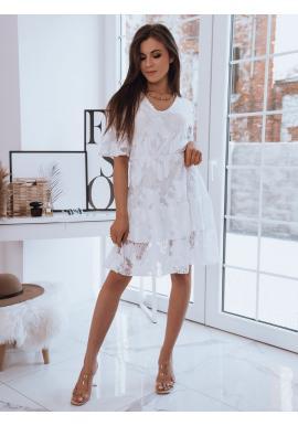 Ažurové dámské šaty bílé barvy s volným střihem