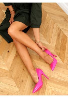 Lakované dámské lodičky růžové barvy na štíhlém podpatku