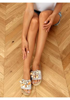 Dámské letní pantofle s mušlemi v šedé barvě