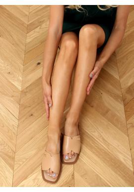 Lícové dámské pantofle béžové barvy s výřezy