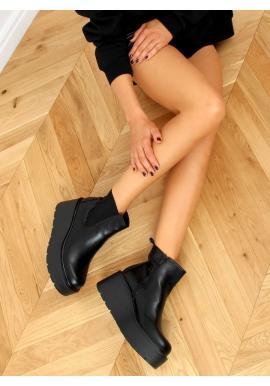Kotníkové dámské boty černé barvy s masivní podrážkou