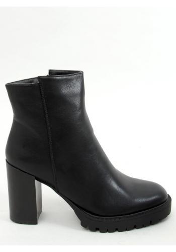 Černé krátké kozačky na stabilním podpatku pro dámy