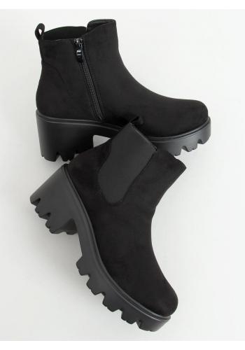 Semišové dámské boty černé barvy s tlustou podrážkou